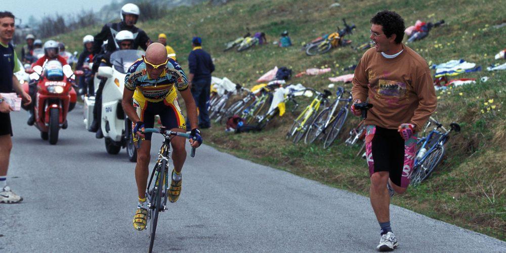 29 May 1999 82nd Giro d'Italia Stage 14 : Bra - Borgo San Dalmazzo PANTANI Marco (ITA) Mercatone Uno - Bianchi, on Colle Fauniera Photo : Yuzuru SUNADA / Slide