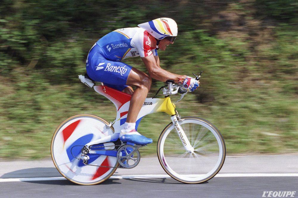 9 juillet 1995, Huy-Seraing (Belgique). Parfaitement positionné sur son vélo, l'Espagnol Miguel Indurain remporte le contre-la-montre et endosse le maillot jaune lors de cette 8e étape du Tour de France. © Bruno Fablet/L'Équipe.